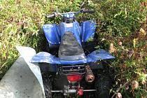 Řidiči čtyřkolek a motorkáři devastují jihočeské lesy. Pravomoci myslivců i vlastníků pozemků jsou omezené.
