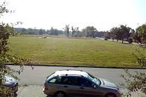 Velkou proměnou prochází bývalý armádní areál ve Čtyřech Dvorech v Českých Budějovicích. V lokalitě se staví nové byty a poblíž Rošického ulice (na snímku) chce stavět i město.