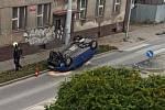 Dopravní nehoda na Dobrovodské ulici v Českých Budějovicích.
