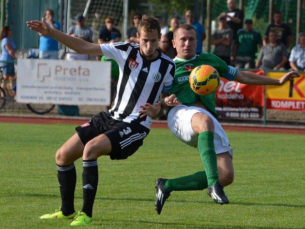 Jakub Hric (vlevo) v MOL Cupu v Č. Krumlově bojuje s domácím Václavem Beránkem.