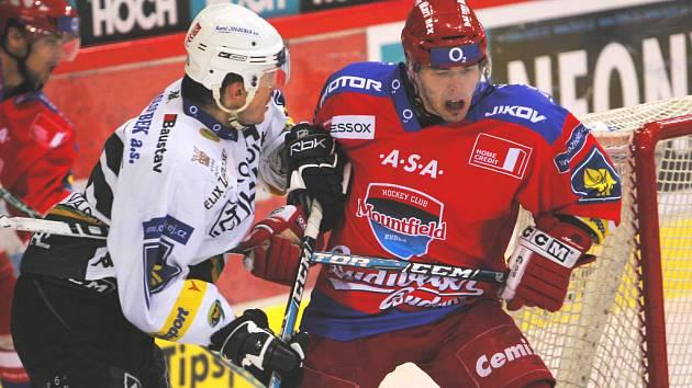 Ve 25. kole extraligy vyhráli hokejisté HC Mountfield nad Karlovými Vary 3:2 v prodloužení a zvítězili ve třetím utkání v řadě.