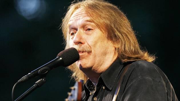 Nejpopulárnější folkový písničkář v Česku Jaromír Nohavica.