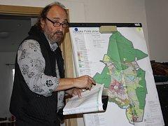Hlavní projektant územního plánu Jiří Brůha řekl, že nepáchá urbanistický hřích, když v údolí potoka ponechává plochy k rekreaci.