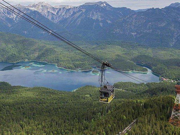 Lanovka na Zugspitze pauzíruje.