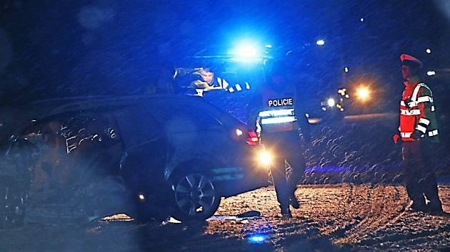 Středeční vážná nehoda u Ševětína zkomplikovala dopravu na hlavním tahu mezi Českými Budějovicemi a Táborem. Místo nehody bylo možné fotografovat jen z větší vzdálenosti.