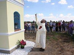Kapličku nechali Strážkovičtí vysvětit u příležitosti slavnosti, při níž si připomněli i 625. výročí první zmínky o obci.