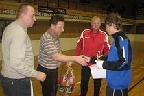 Trenér Pavel Tobiáš (v červeném)