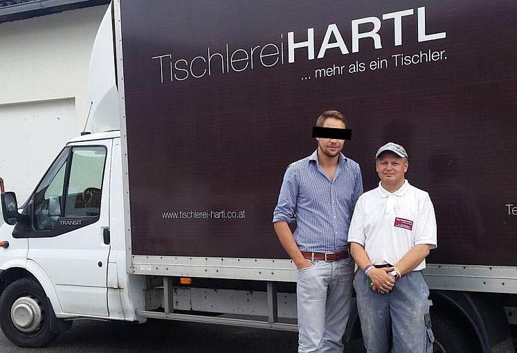 Truhlář Hartl a jeho Čech.