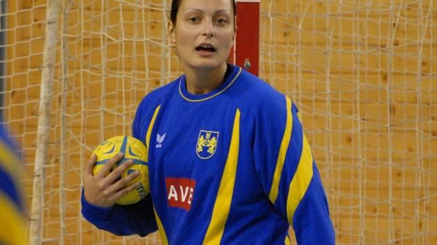 Také Zuzana Kupková působila v Lokomotivě ČB. Aktuálně se zotavuje po operaci ramena, hrát bude v J. Hradci, spřádá i reprezentační plány. Loko ČB slaví 85. výročí založení  klubu.