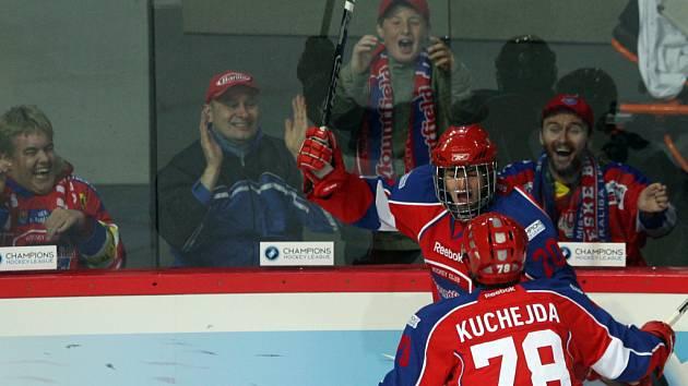 Champion hockey league, Mountfield České Budějovice proti Slovanu Bratislava.