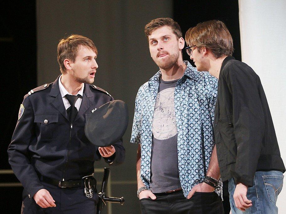 Jihočeské divadlo připravilo na 11. listopad premiéru hořké balkánské komedie Knězovy děti.