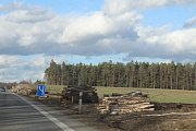 Na úseku budoucí D3 mezi Ševětínem a Borkem už začaly přípravné práce.