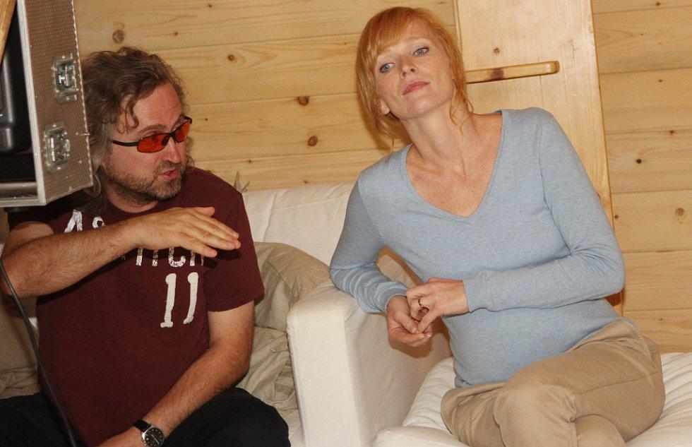 Režisér Jan Hřebejk natáčí ve Vitmanově na Třeboňsku komorní drama Líbánky, kde jednu z hlavních rolí ztvární Aňa Geislerová. Děj filmu se odehraje během dvoudenního svatebního veselí.