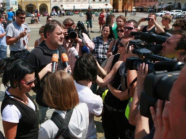 Demonstrace na budějovickém náměstí vsobotu 13.července.
