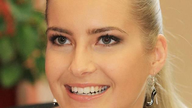 Nejkrásnější dívka republiky Jitka Nováčková z Českých Budějovic se před pár dny vrátila z Brazílie, kde se zúčastnila prestižní soutěže Miss Universe. Porota ocenila i to, že jako jedna z mála účastnic nepodstoupila žádnou plastickou operaci.