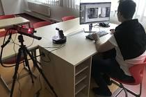 V obou multimediálních učebnách je 30 notebooků, které se nabíjejí v nabíjecí skříni. Obě učebny tak představují i samostatné počítačové laboratoře, které zatím na FF JU chyběly.