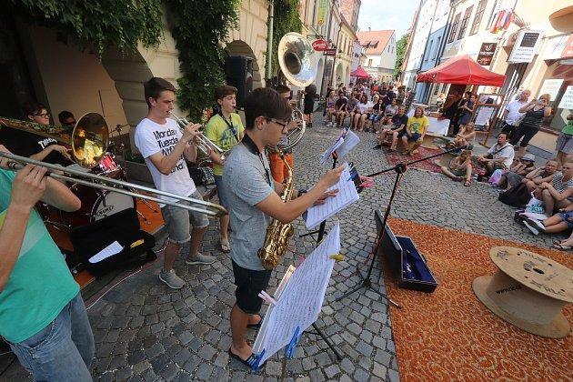 Sousedská slavnost Plachanda Open ve čtvrtek vylákala do Plachého ulice v Českých Budějovicích nejen sousedy.