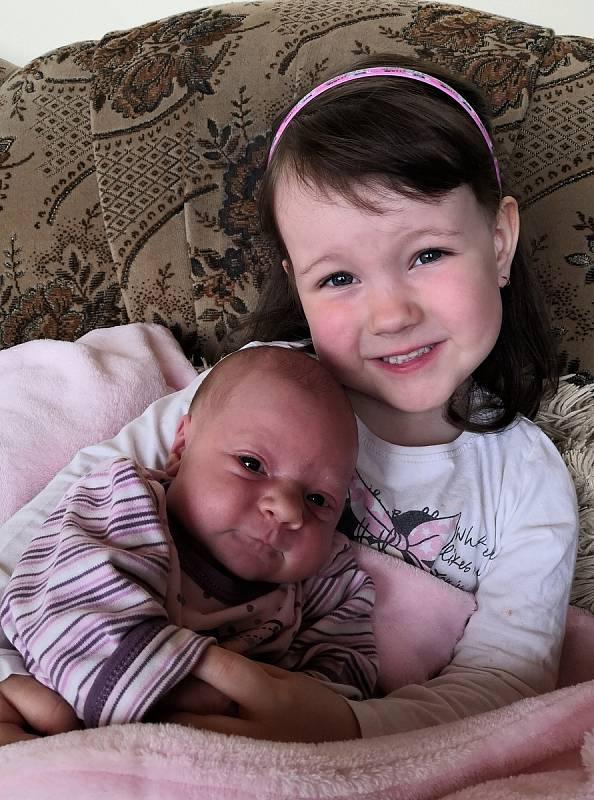 Nikola Čermáková z Husince. Dcera Petry Hubáčkové a Petra Čermáka se narodila 14. 5. 2021. Při narození vážila 2950 g a měřila 47 cm. Doma se na sestřičku těšila Terezka (4).Foto: Nikola Beranová