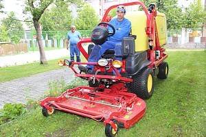 S novým strojem je spokojen i Pavel Boháč, který rozdíl mezi ním a jinými sekačkami posuzuje z vlastních zkušeností.