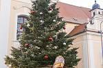 12. Vánoční strom na náměstí Míru v Týně nad Vltavou zaslala Jaroslava Fialová.