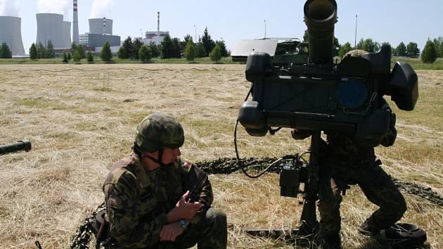 V areálu cvičí vojáci z protiletadlového pluku ve Strakonicích.
