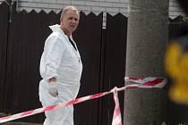 Kriminalistický expert ohledává místo činu. Ilustrační foto.