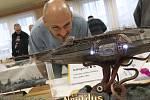 Pro příznivce plastikových modelů připravil Dům dětí a mládeže s budějovickým Klubem plastikových modelářů velmi vzrušující sobotní soutěž a výstavu v Českých Budějovicích. Utkalo se 360 modelů bojové techniky, letadel, aut apod. a ujít si je nenechala ti
