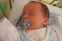 3,36 kg – to je porodní váha, kterou se může pochlubit chlapec jménem Tomáš Bína. Narodil se v pátek 25.10.2013 v 10 hodin a 44 minut. Bydlet bude spolu s rodinou v Hluboké nad Vltavou.