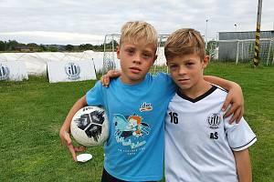 Adam je o minutu starší než  Viktor. Oba hrají za Dynamo