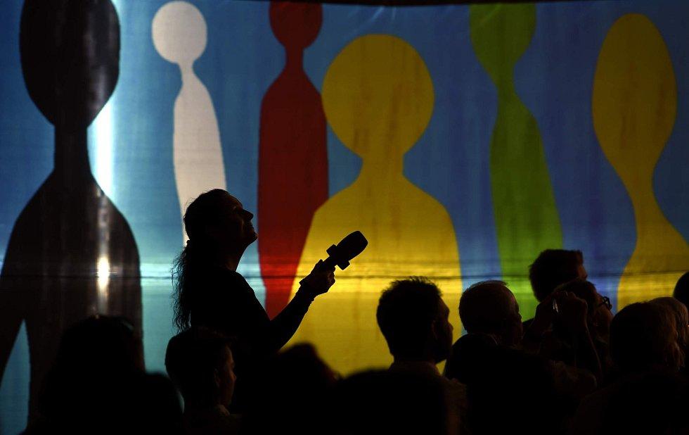 Festival Anifilm, který v Třeboni promítl 405 animovaných snímků z celého světa, ocenil nový film Charlieho Kaufmana s názvem Anomalisa. Snímek ze zakončení festivalu v hale Roháč.