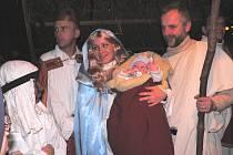 Letošní předvánoční čas v jihočeské metropoli doplní také Živý betlém. Ten předvedou divadelníci z Borovan, kteří do svých představeních nejednou začnlenili i pravého velblouda. Živý betlém se rozehraje na náměstí Přemysla Otakara II. 22. prosince v 17 h.