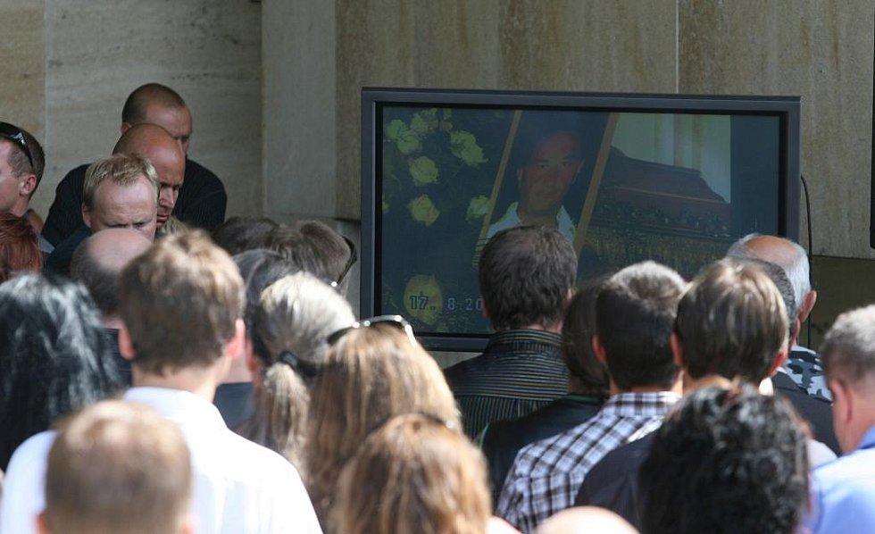 Pohřeb Daniela Fleischmana na nemanickém hřbitově Otýlie v Českých Budějovicích.