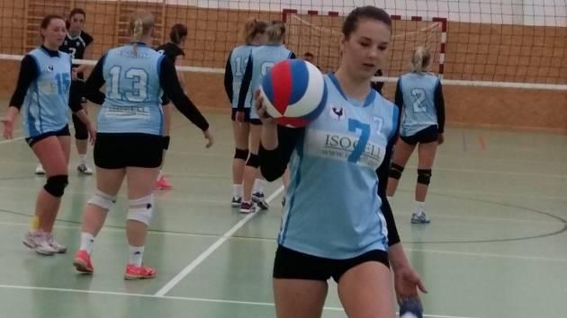 PRVOLIGOVÉ jsou od této sezony volejbalistky SK Hlincovka. Na vyšší soutěž se nováček úspěšně adaptoval a již nyní má dobře nakročeno k záchraně.