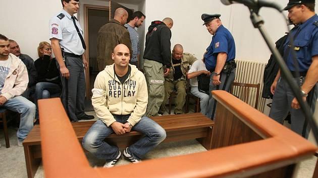 Michal Moravec u českobudějovického soudu, obviněný ze šíření rasismu.