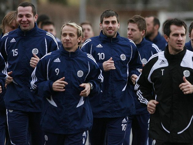 Fotbalisté Dynama do letošního roku vyběhli s elánem, také do herní přípravy vstoupili slibně, teď ale pět přátelských zápasů v řadě prohráli.