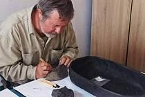 Čeští vědci z Budějovic, Olomouce či Plzně se podíleli na zkoumání7 000 let starého nádobí na pečení.