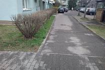 Parkoviště na budějovickém sídlišti Šumava vylepší město akcí za milion korun. Opraveny budou i přilehlé chodníky.