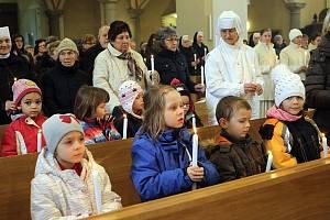 Posvěcené svíčky patří k Hromnicím.