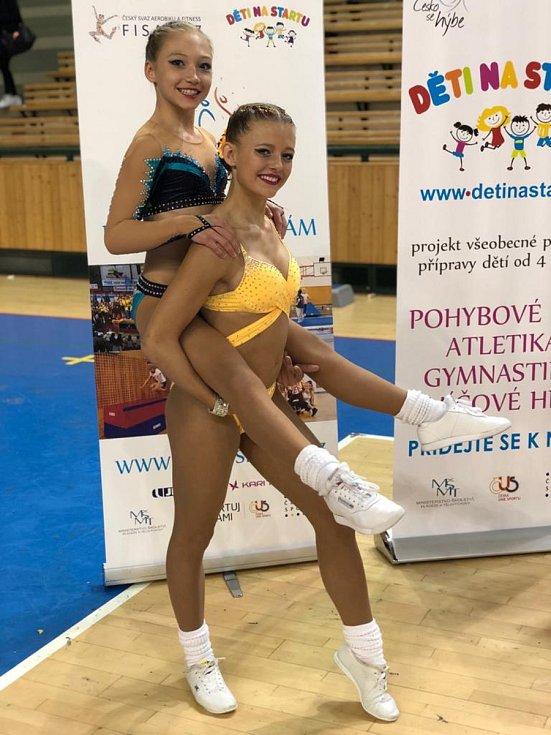 Na snímku Jihočešky po svém soutěžním vystoupení (zleva) Barbora Kuželová a Karolína Beranová.