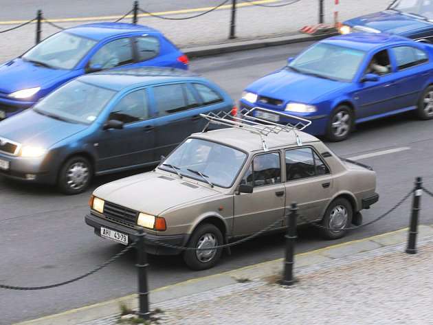 V autobazarech je stále ještě zájem o stará a neekologická vozidla. Ale po novém roce už staré favority, stodvacítky či například Volkswageny Golf II nikdo prodávat už zřejmě ani nebude.