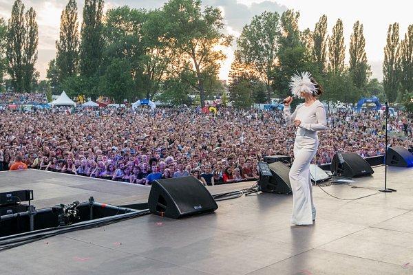 Islandská zpěvačka Björk nadchla 16.července diváky na festivalu Colours of Ostrava.