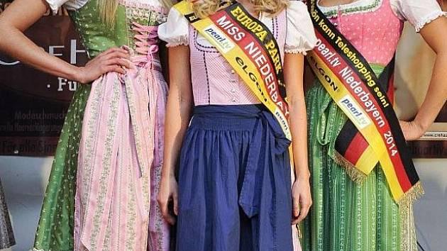 Miss Dolního Bavorska uprostřed.