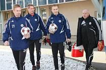 Na první trénink letošní zimní přípravy Dynama míří Peter Černák, Vít Pešula, Lubomír Meszároš a fyzioterapeut Vladimír Adam.