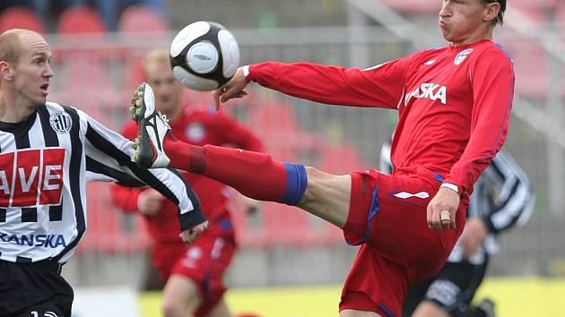 Martin Leština proti Marku Heinzovi: fotbalisté Dynama hráli v Brně 1:1.