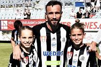 Loni v červnu se po nadstavbě s Mladou Boleslaví loučil Tomáš Sivok v Dynamu s kariérou fotbalisty, teď se do klubu vrací jako sportovní manažer.