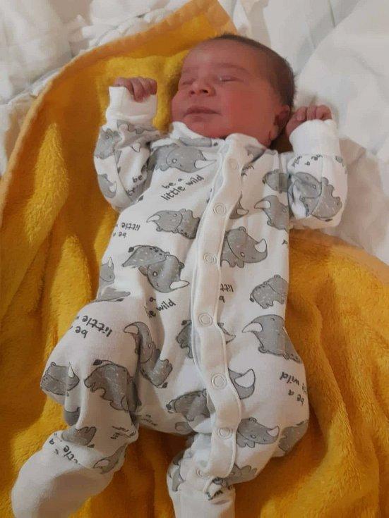 Ivě Anderové a Zdeňku Dudovi se na Štědrý den ve 2.34 h. narodil syn, jemuž dali jméno Daniel Duda. Jeho porodní váha byla 3,25 kg.