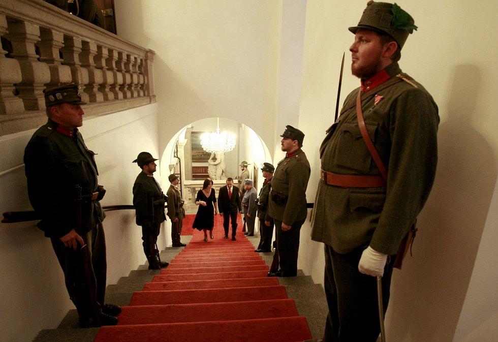 U příležitosti státního svátku 28. října - Dne vzniku samostatného československého státu českobudějovický primátor Juraj Thoma v podvečer 23. října slavnostně předal v obřadní síni radnice vyznamenání.