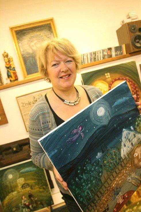 V románském kostele na břehu Neuchâtelského jezera má velkou výstavu Renata Štolbová. Její obrazy vlastní lidé po celém světě včetně Japonska a USA.