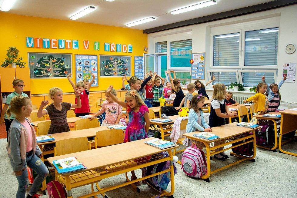 První den školáků 1.A a 1.B v Dobré Vodě u Českých Budějovic.