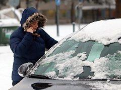 Sníh v Českých Budějovicích. Do rána napadlo zhruba deset centimetrů.